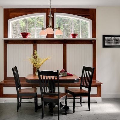 Eat-in kitchen - traditional eat-in kitchen idea in New York