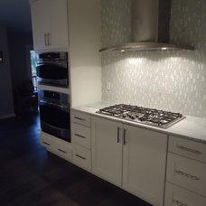 Modern Kitchen by SKD STUDIOS