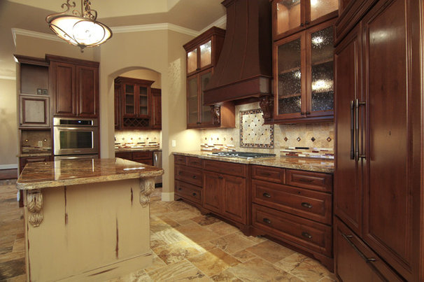 Mediterranean Kitchen by Croix Custom Homes