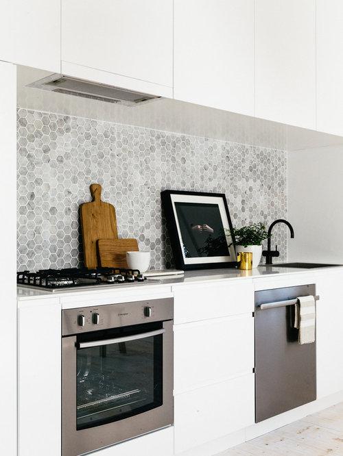 skandinavische k chen mit k chenr ckwand aus steinfliesen. Black Bedroom Furniture Sets. Home Design Ideas