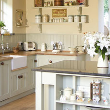 Traditional Kitchen by Thoroughly Wood