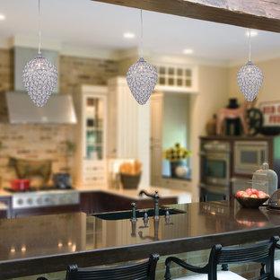 Ispirazione per una cucina parallela stile rurale chiusa e di medie dimensioni con lavello da incasso, ante lisce, ante beige, top in rame, paraspruzzi nero, paraspruzzi con lastra di vetro, elettrodomestici in acciaio inossidabile, pavimento in bambù e isola