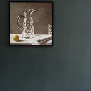 ロンドンの中サイズのエクレクティックスタイルのおしゃれなキッチン (シングルシンク、フラットパネル扉のキャビネット、中間色木目調キャビネット、コンクリートカウンター、白いキッチンパネル、レンガのキッチンパネル、シルバーの調理設備の、白い床、グレーのキッチンカウンター) の写真