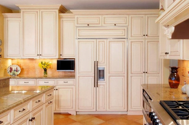 Traditional Kitchen by Cameo Kitchens, Inc.