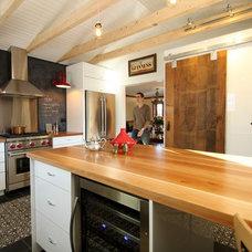 Eclectic Kitchen by CYR CATHCART Designers d'intérieur Inc