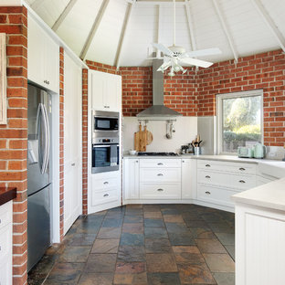 Inspiration for a traditional kitchen in Perth.