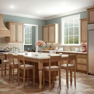 他の地域の大きいモダンスタイルのおしゃれなキッチン (アンダーカウンターシンク、インセット扉のキャビネット、淡色木目調キャビネット、御影石カウンター、マルチカラーのキッチンパネル、セラミックタイルのキッチンパネル、シルバーの調理設備の、磁器タイルの床、マルチカラーの床、白いキッチンカウンター) の写真