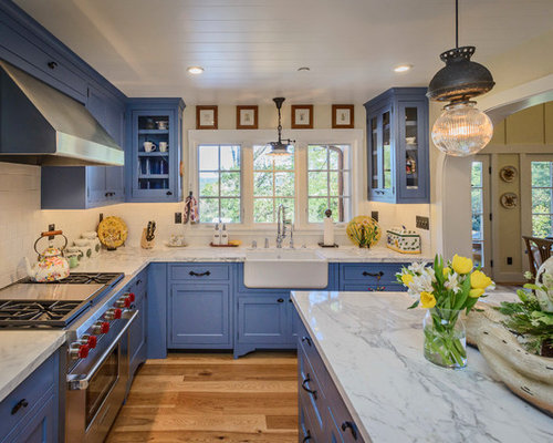 846 Farmhouse Kitchen with Blue Cabinets Design Ideas ...