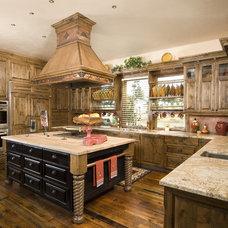 Kitchen by Suzanne Marie's Interiors, Suzanne Denning