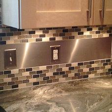 Modern Kitchen by cedric lyons