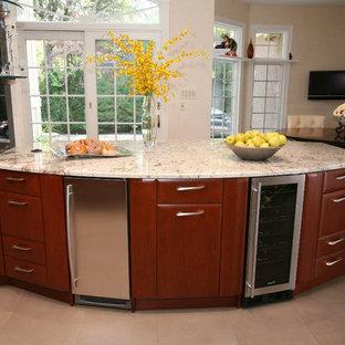 Idee per una grande cucina design con lavello sottopiano, ante lisce, ante in legno scuro, top in granito, elettrodomestici in acciaio inossidabile, pavimento con piastrelle in ceramica e isola