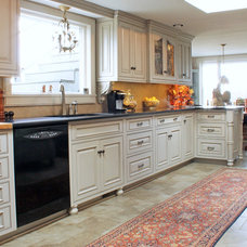 Traditional Kitchen by Caves Kitchens