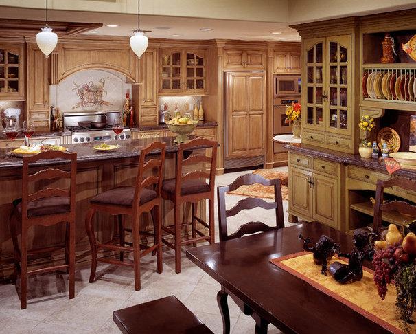 Farmhouse Kitchen by Century Custom Homes LLP