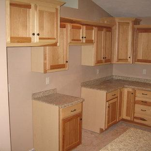 Elegant kitchen photo in Milwaukee