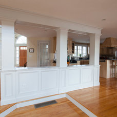 Contemporary Kitchen by Tyler and Traywick Building Company