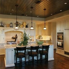 Traditional Kitchen by DMC Builders Scottsdale, L.L.C.
