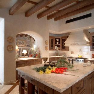 フェニックスのサンタフェスタイルのおしゃれなキッチンの写真