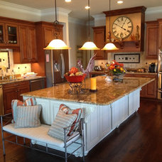 Traditional Kitchen by Total Quality Home Builders, Inc.