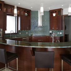 Modern Kitchen by Devonshire Custom Homes