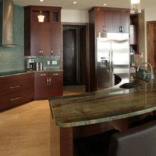 Modern Kitchen by Devonshire Custom Homes