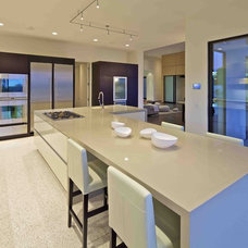 Contemporary Kitchen by Charco DESIGN & BUILD Inc.
