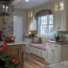 Traditional Kitchen by Pohlig