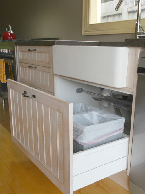Pull out trash bin houzz Handleless kitchen drawers design