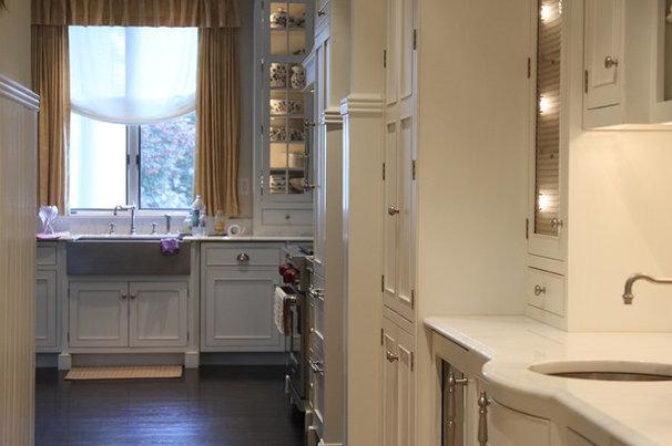 Kitchen by Fine Renovations Inc.