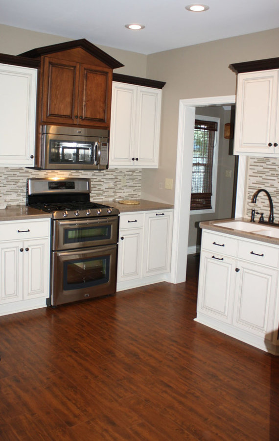 Custom Kitchen Cabinets (Painted / Stained)