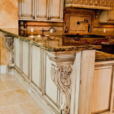 Traditional Kitchen by Da-Vinci Designs Cabinetry
