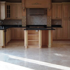 Traditional Kitchen by SUPER SEVEN GROUP
