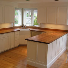 Traditional Kitchen by M.R. BREWER INC.