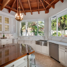Tropical Kitchen by Greenworks Cabinetry