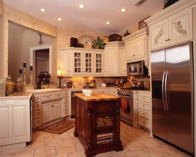Tropical Kitchen by Celtic Custom Homes