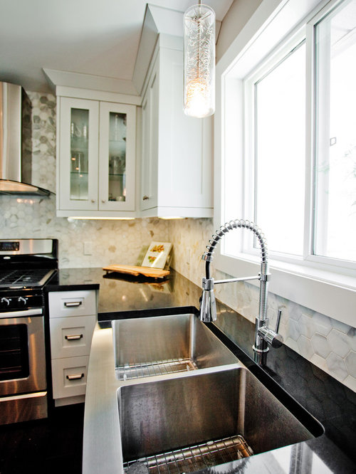 Eclectic Kitchen Photo In Toronto