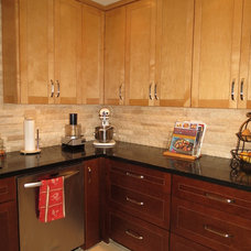 Traditional Kitchen by Casa Remodeling