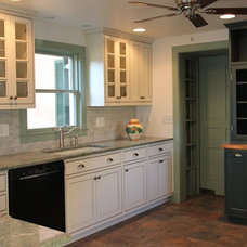 Farmhouse Kitchen by Taylor Made Custom Contracting Inc.