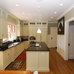 traditional kitchen by CSI Custom Homes