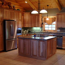 Traditional Kitchen by T&E Construction, Inc.
