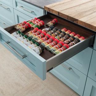 Foto di una cucina chic di medie dimensioni con ante a filo, ante blu, top in laminato, elettrodomestici in acciaio inossidabile e pavimento in terracotta