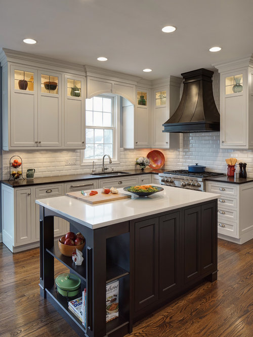 Mid Sized Traditional Kitchen Photos   Inspiration For A Mid Sized Timeless  L  Part 74