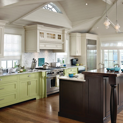 Inspiration for a timeless l-shaped eat-in kitchen remodel in Philadelphia with green cabinets, flat-panel cabinets and gray backsplash