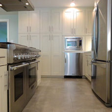Contemporary Kitchen by Factory Builder Stores