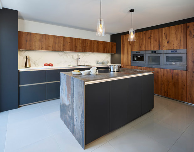 Contemporary Kitchen by Davonport