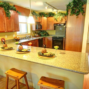 Kitchen photos - Example of a l-shaped kitchen design in Hawaii with a peninsula