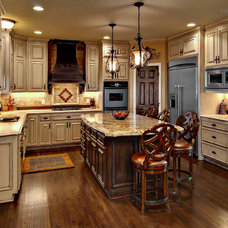 Traditional Kitchen by Daisy Firebaugh