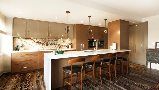 Midcentury Kitchen by Affecting Spaces