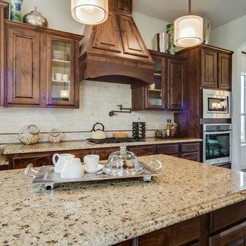 Dallas, Texas | The Estates at Grady Niblo - Classic Stanford Kitchen