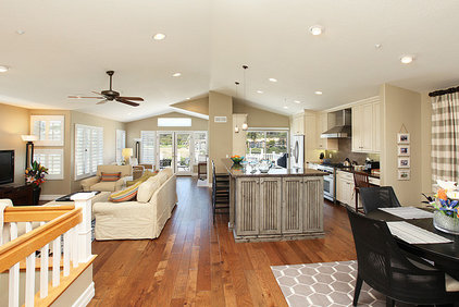 Beach Style Kitchen by LIFESTYLE KITCHENS by The Kitchen Lady