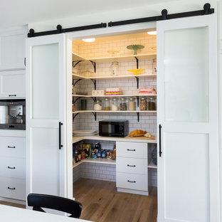 Kitchen - transitional kitchen idea in Los Angeles